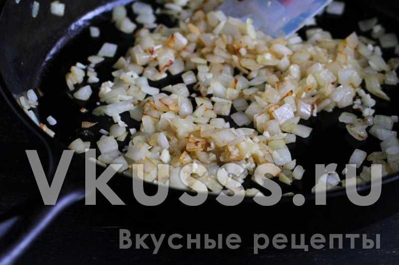 Жарка лука для блюда грибной суп-пюре