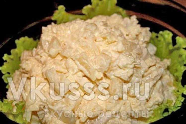 Готовый куриный салат с ананасами