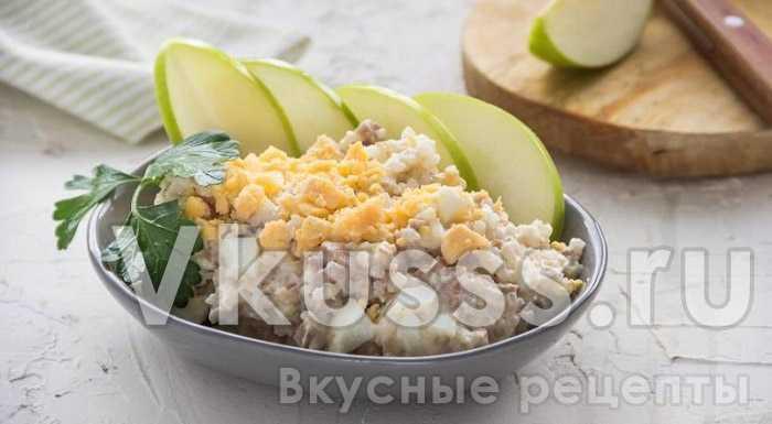 Готовый салат из печени трески и яиц