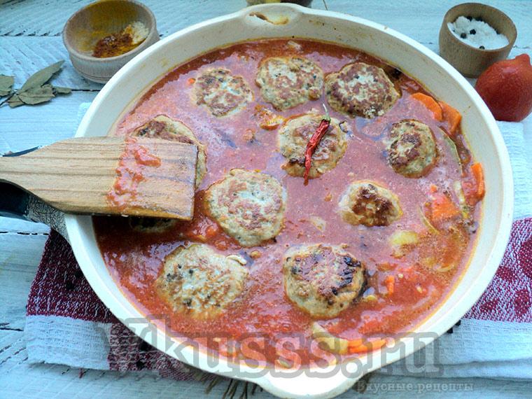 Готовим биточки мясные с подливкой из томатов