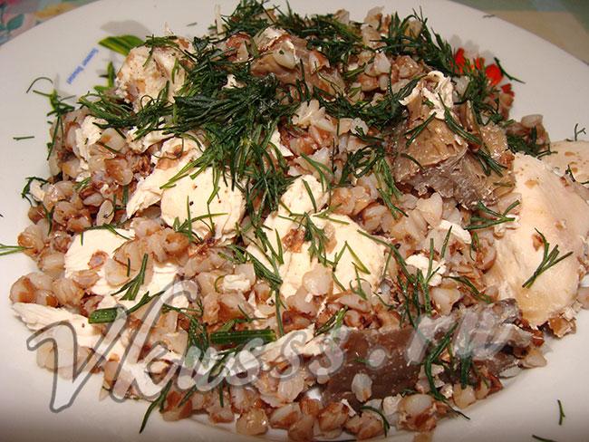 готовое блюдо курица с гречкой в горшочках в духовке
