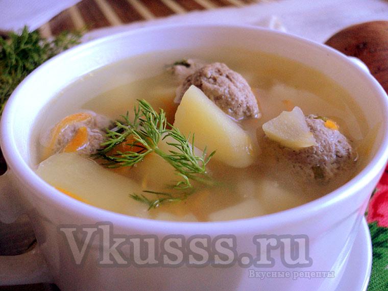 Ароматный суп с фрикадельками готов!
