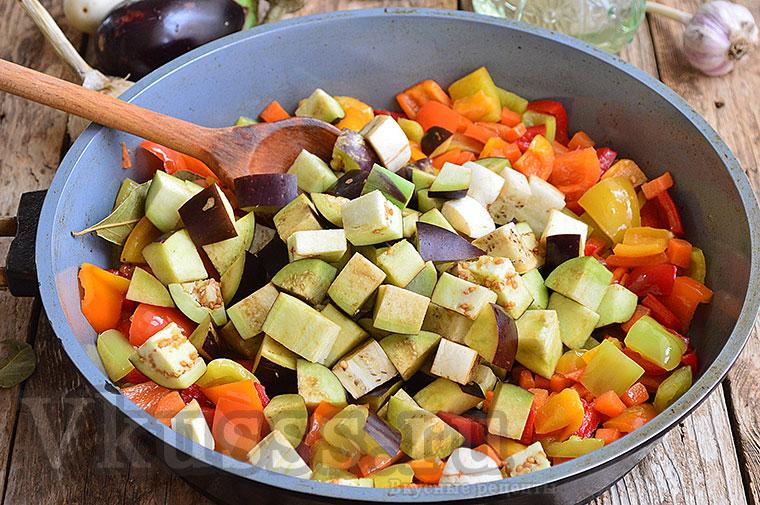 Тушим баклажаны с другими овощами