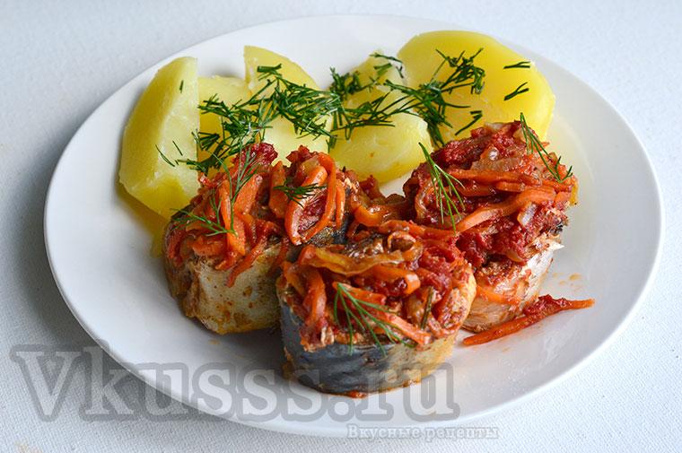 Скумбрия тушеная с овощами на сковороде, вкусный рецепт