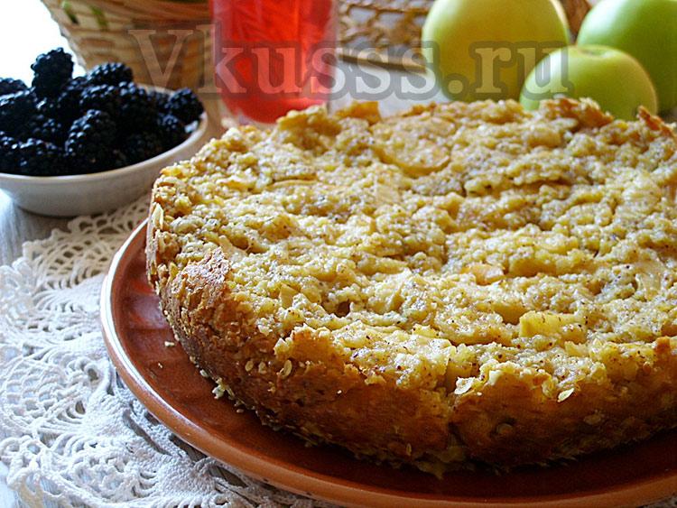 яблочный пирог с овсяными хлопьями в мультиварке