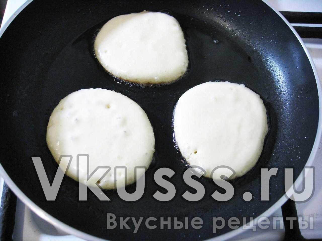 Жарим оладушки на сковороде