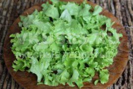 Нарезанные листья салата