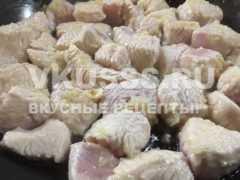 Тушеное мясо индейки с подливой