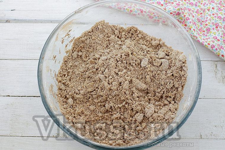 Готовим песочную шоколадную крошку для торфяного пирога