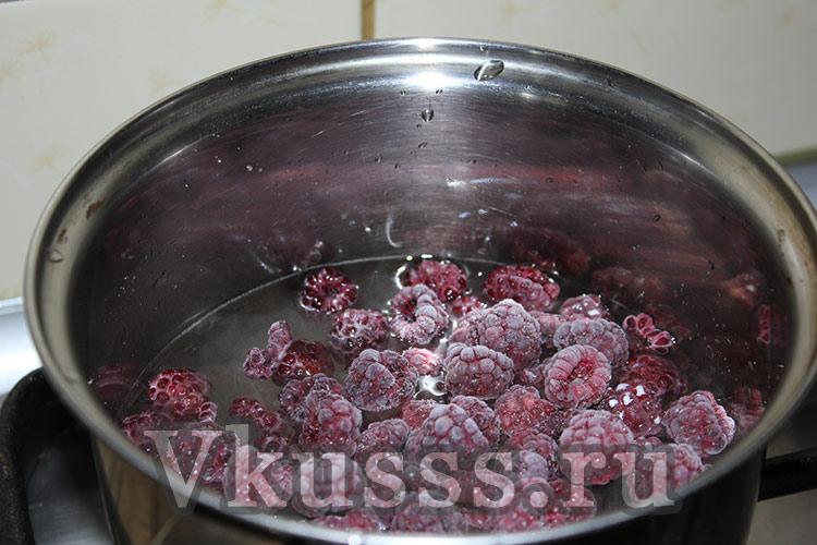 малиновое варенье с лепестками розы
