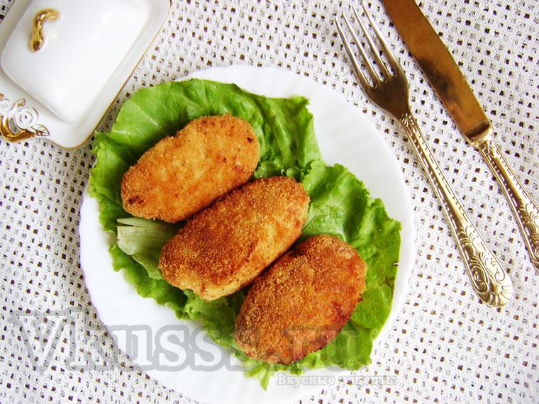 Вкусные куриные котлеты с перепелиным яйцом внутри