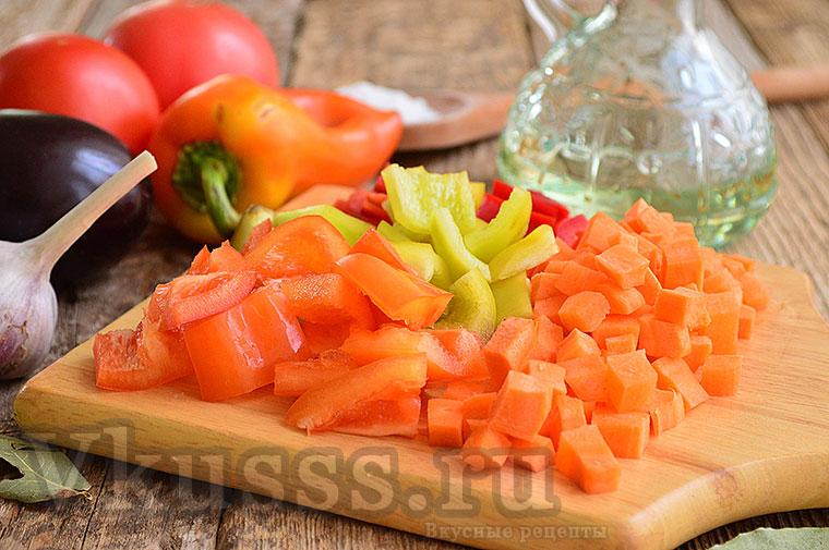 Режем морковку для рагу
